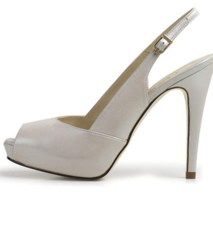 3ec9906c2a Las propuestas de Lodi para los zapatos de novia de este verano 2012 -  Bekia Moda