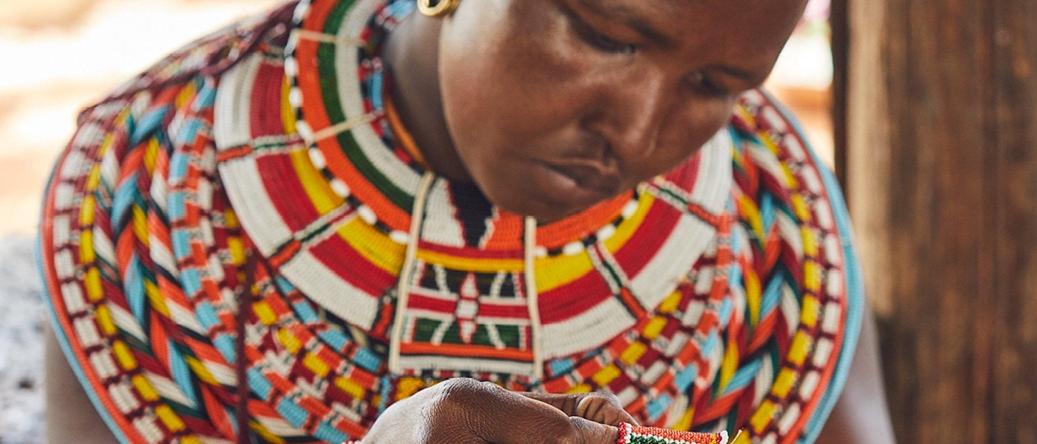 Loewe diseña un bolso solidario para ayudar a los elefantes de África