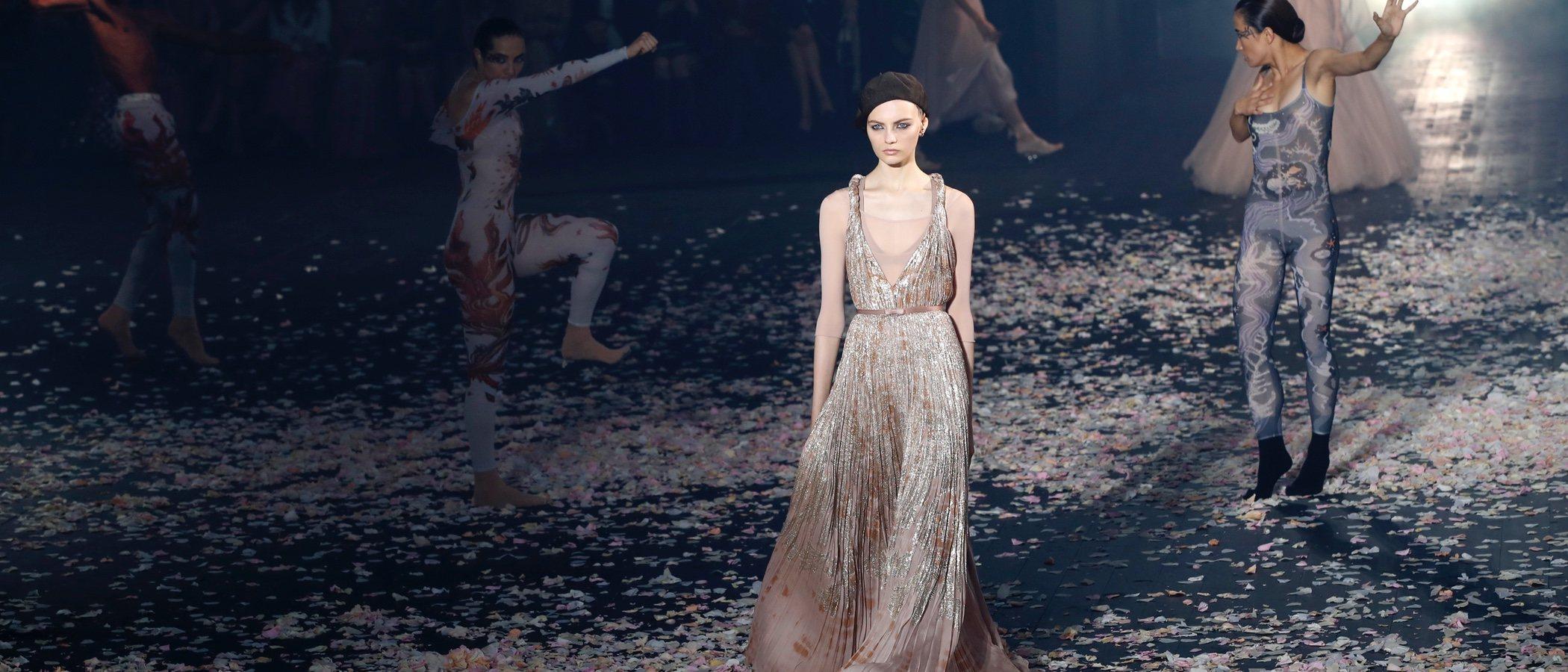 El baile y la moda se unen en la espectacular pasarela de Dior en la Semana de la Moda de París