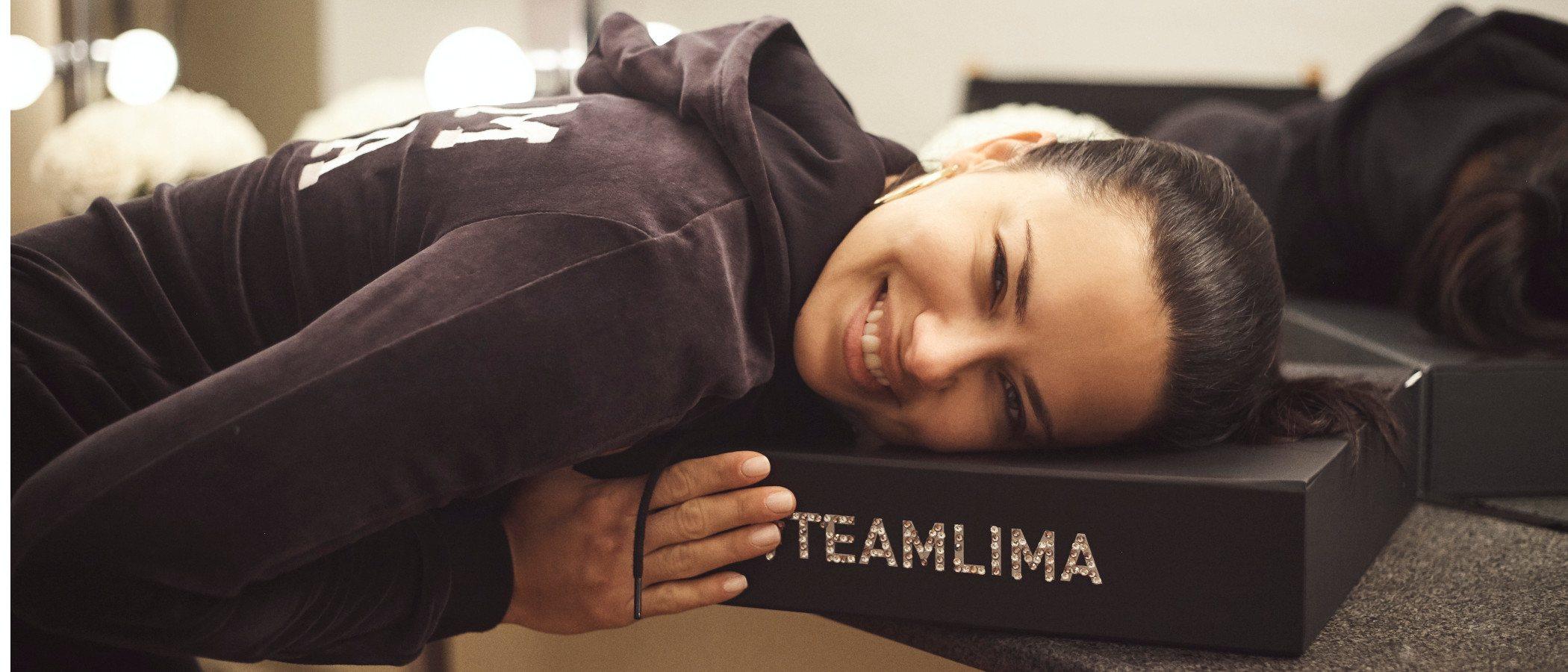 Puma presenta a Adriana Lima como su nueva embajadora