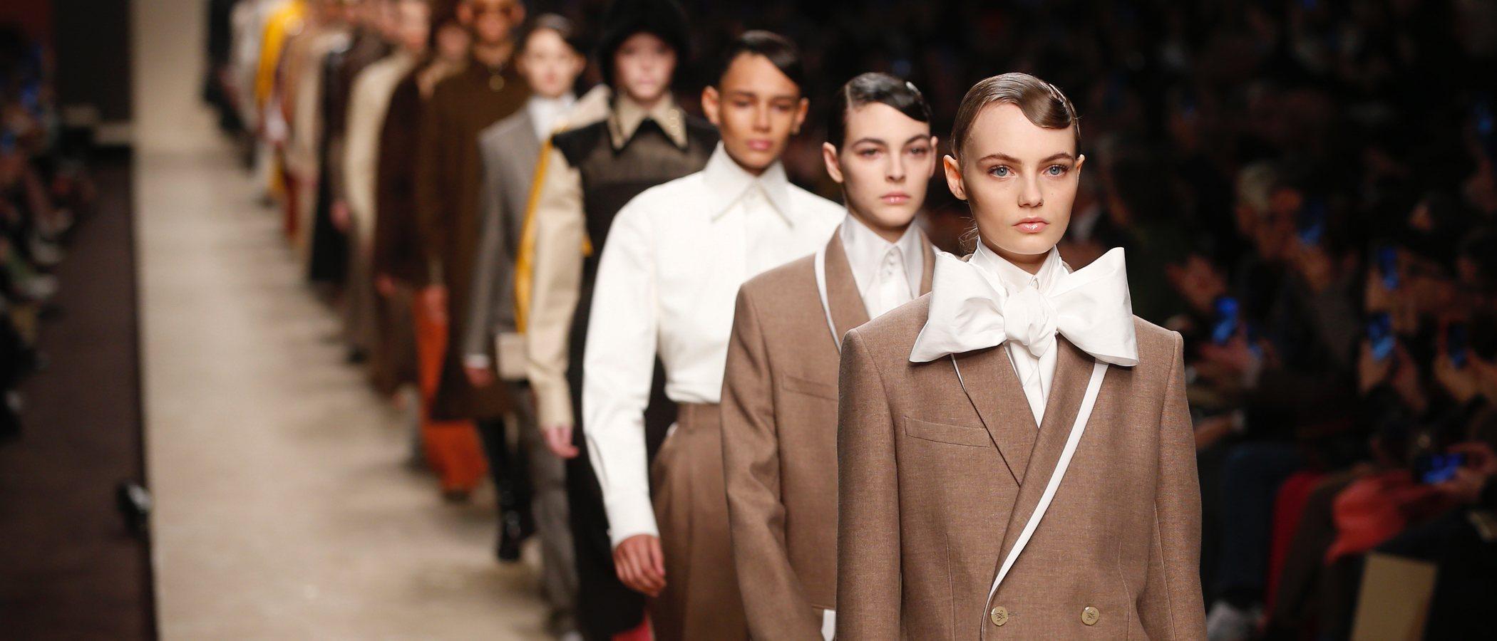 'Love, K': así fue el desfile de Fendi O/I 19/20, la primera colección de Karl Lagerfeld tras su muerte