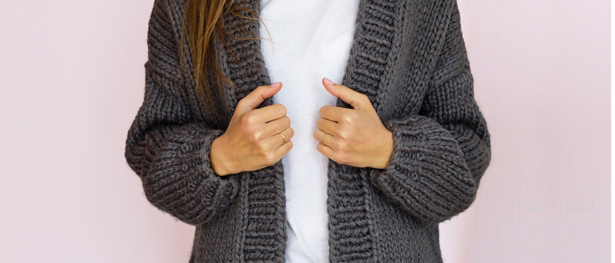 Cárdigans o chaquetas de abuela: así es como hay que llevarlas ahora