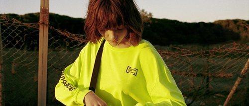 Colores flúor y estampado tie-dye en la colección Primavera Sound de Pull & Bear