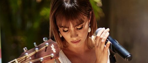 Aitana revela las claves de su estilo en la última colección de Stradivarius