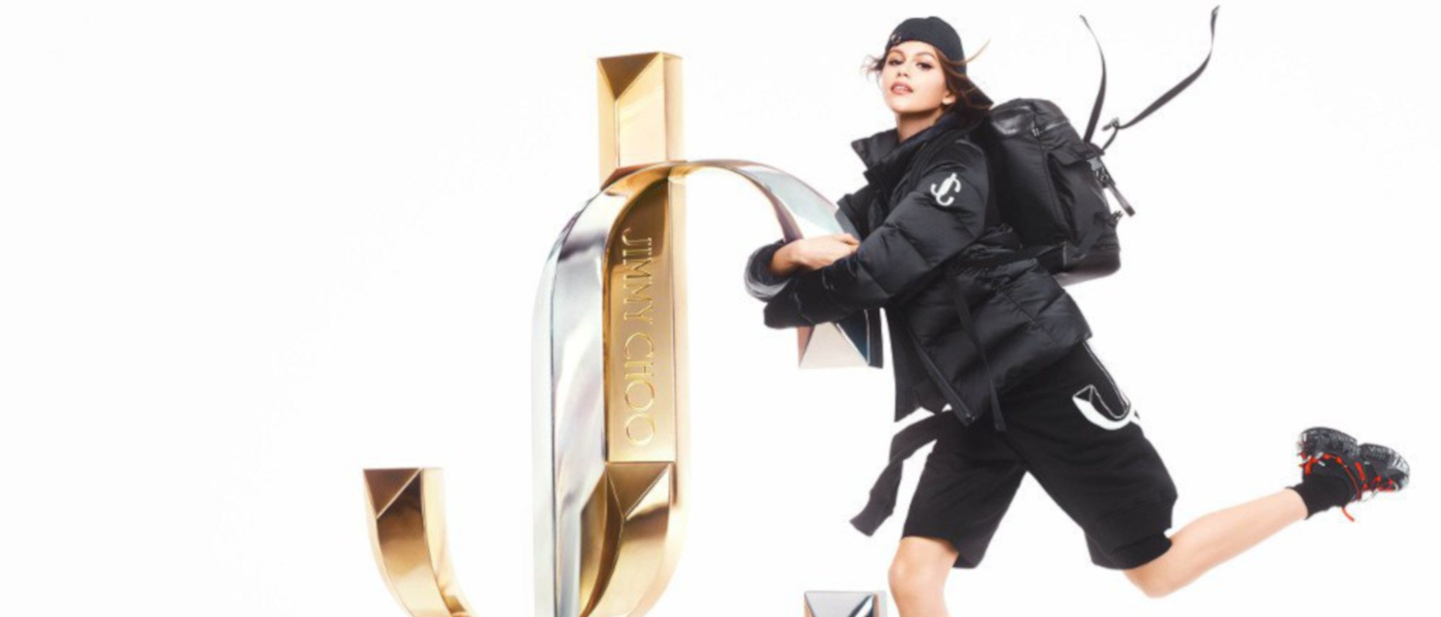 Kaia Gerber repite como musa de Jimmy Choo y presenta su nuevo logo