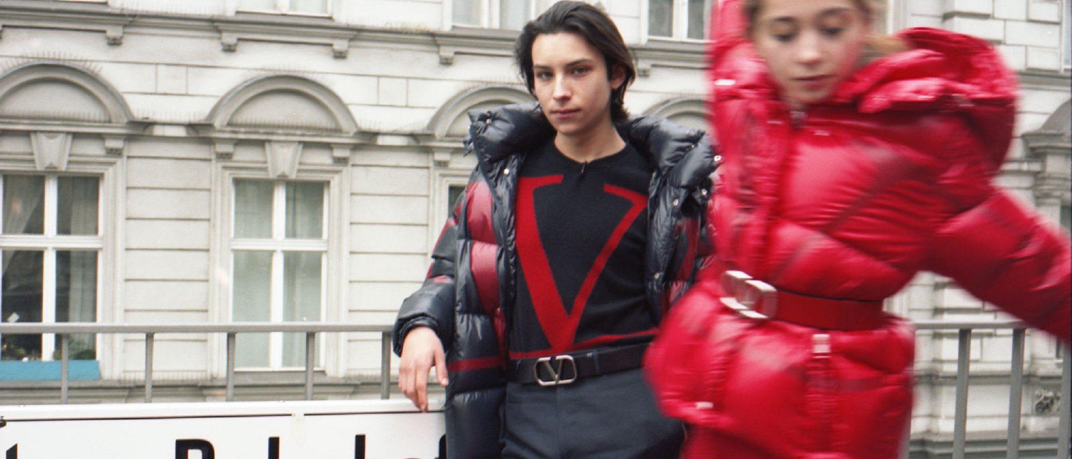 Valentino lanza una colección cápsula junto a Moncler y sus famosos abrigos acolchados