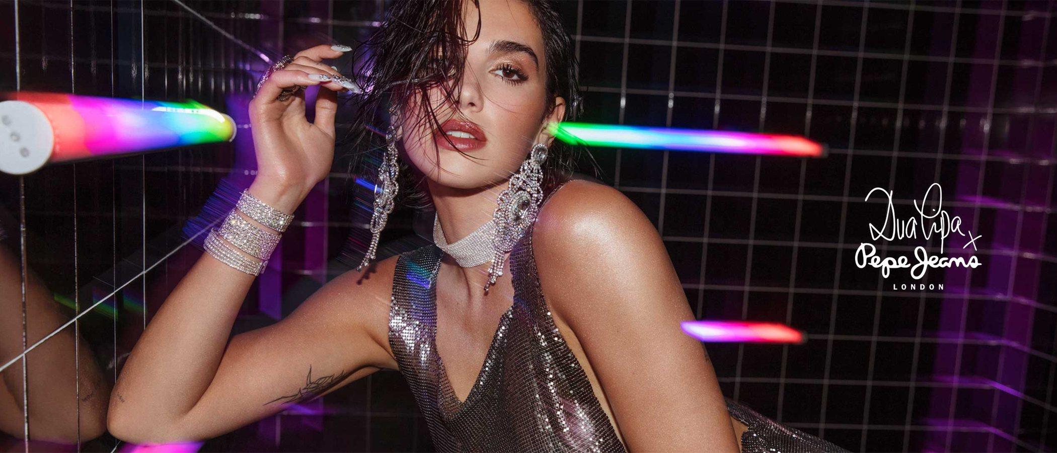Dua Lipa x Pepe Jeans, el debut de la cantante como diseñadora y el retorno del estilo british a las calles