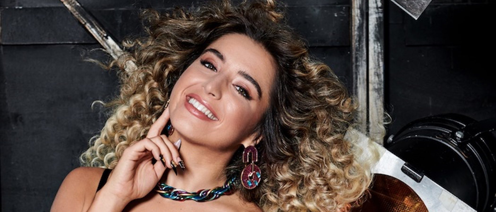 Lola Índigo: la nueva embajadora española de Tezenis