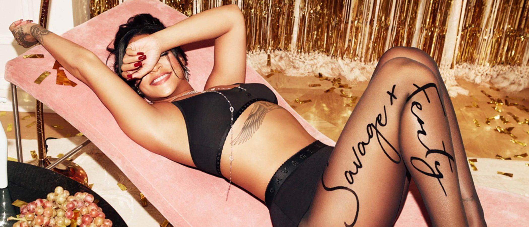 Rihanna trae la lencería más navideña y fiestera de Savage X Fenty