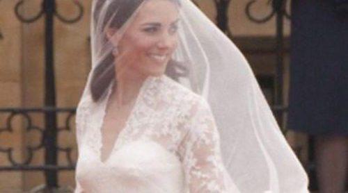 El vestido de novia de Catherine Middleton se expone en el Palacio de Buckingham