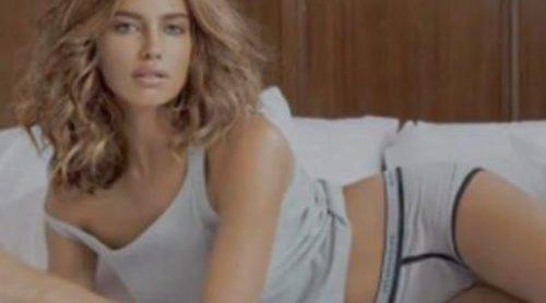 Irina Shayk luce la nueva colección de calzoncillos de Intimissimi