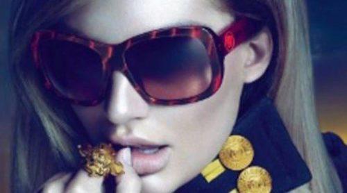 Primeras imágenes de Candice Swanepoel para Versace eyewear