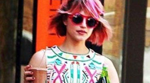 ¡Dianna Agron se tiñe el pelo de rosa!