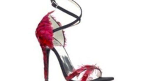 Scarlett Johansson y Olivia Palermo diseñan zapatos por una buena causa