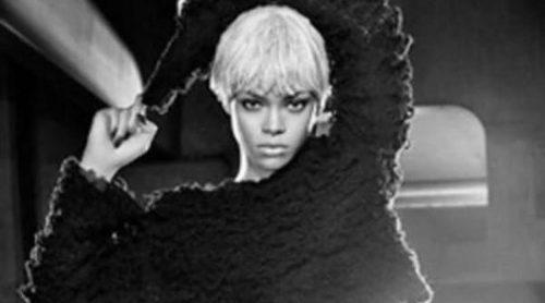 Una irreconocible Rihanna protagoniza la última campaña de Armani Jeans