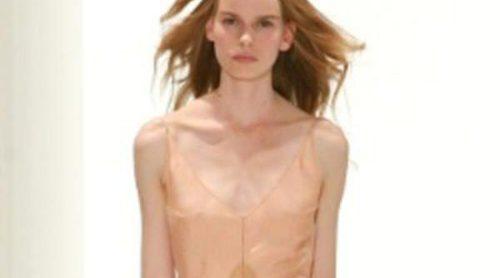 Calvin Klein apuesta por el minimalismo en tonos nude para primavera de 2012