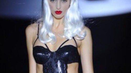 El 'night dress' trasladado al baño de Montse Bassons abre la cuarta jornada de Cibeles