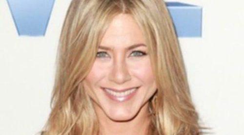 Jennifer Aniston repite modelito de Dolce & Gabbana en la premier de la serie 'Five'