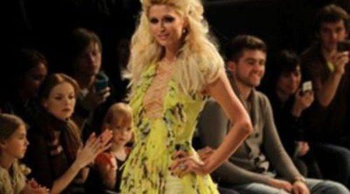 Paris Hilton, musa de Andre Tan en la Semana de la Moda de Kiev