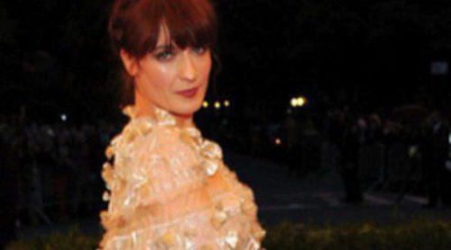 Gucci diseña de nuevo el vestuario de Florence Welch en la gira de la cantante