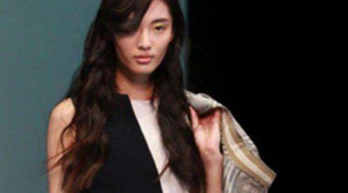 Los cortes asimétricos invaden la Semana de la Moda de Milán primavera/verano 2013 con Emporio Armani