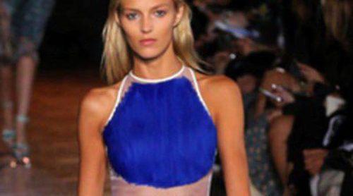 Colores vibrantes en el desfile de Stella McCartney en la Semana de la Moda de París primavera/verano 2012