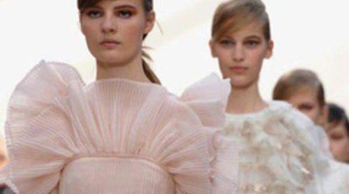 Los volantes plisados triunfan en la Semana de la Moda de París de la mano de Chloé
