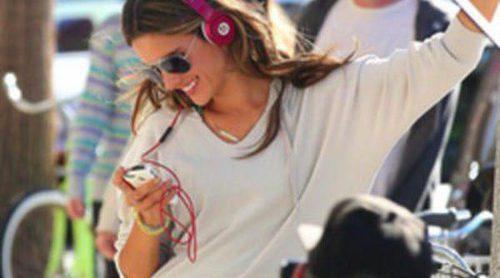 Alessandra Ambrosio posa con la línea deportiva de Victoria's Secret