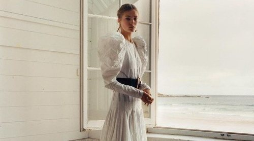 Alexander McQueen sorprende por su aura clásica en su colección primavera/verano 2020