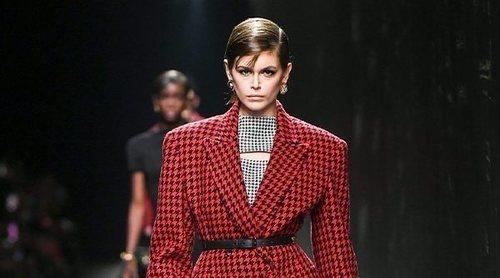 Versace celebra con orgullo el legado de Gianni en su desfile otoño/invierno 2020-2021