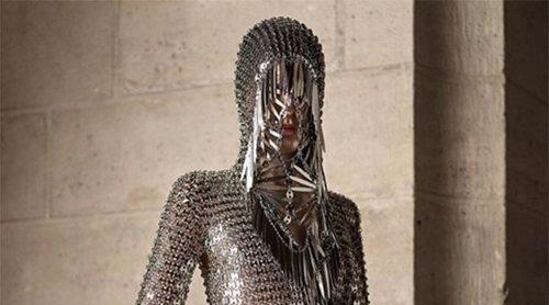 El futurismo monacal de Paco Rabanne conquista la Semana de la Moda de París