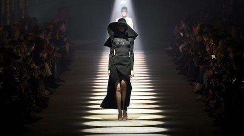 Givenchy escribe una carta de amor a la 'belleza imperfecta' con su colección otoño/invierno 2020-2021