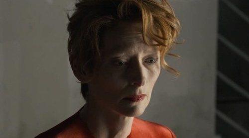 Tilda Swinton de Balenciaga: la carta de presentación de 'La voz humana', el próximo corto de Almodóvar