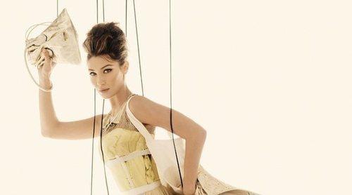 Bella Hadid e Irina Shayk se convierten en las marionetas de la colección primavera/verano 2021 de Moschino