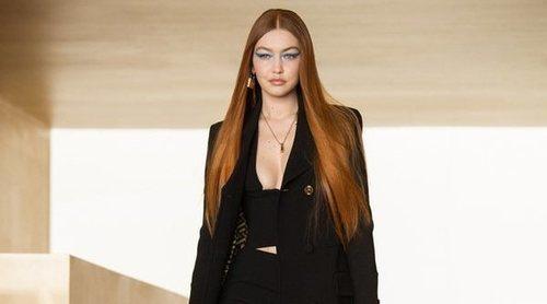 Gigi Hadid vuelve a las pasarelas de la mano de Versace y su colección otoño/invierno 2021/2022