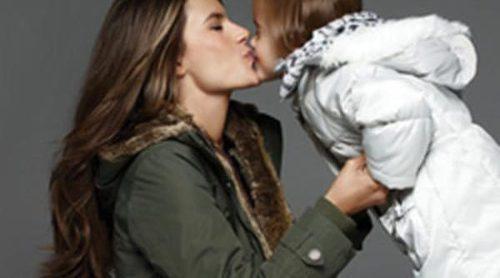 Alessandra Ambrosio y su hija Anja protagonizan la nueva campaña de London Fog