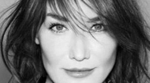 Carla Bruni vuelve a su faceta de modelo como imagen de una marca de tecnología