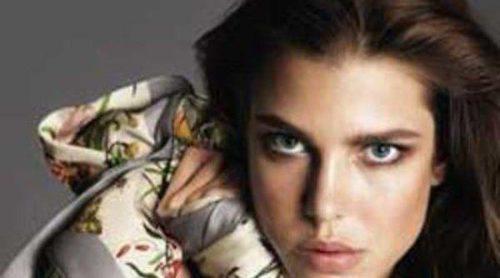 Carlota Casiraghi posa para la nueva temporada de Gucci con un pañuelo de su abuela Grace Kelly