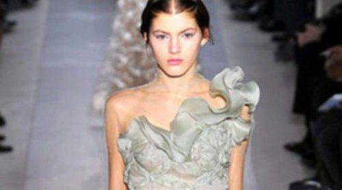 La primavera/verano 2013 de Valentino llena cargada de encaje y tul en la Semana de la Alta Costura de París