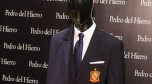 Pedro del Hierro presenta con Vicente del Bosque el nuevo traje oficial de la Selección Española de Fútbol