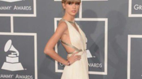 Taylor Swift y Rihanna, entre las mejor vestidas sobre la alfombra roja de los Grammy 2013
