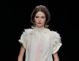 Ion Fiz propone el morado y los tonos neutros para el otoño/invierno 2013/2014 en Madrid Fashion Week