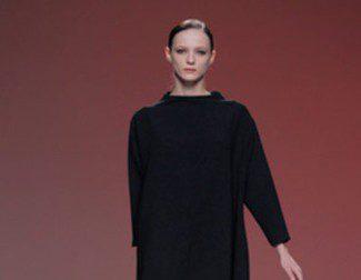 A.A. de Amaya Arzuaga presenta un otoño/invierno 2013/2014 en negro, rojo, verde esmeralda y beig en Madrid Fashion Week