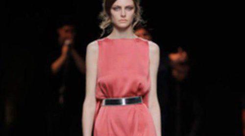 Duyos apuesta por la seda y el movimiento en Madrid Fashion week otoño/invierno 2013/2014