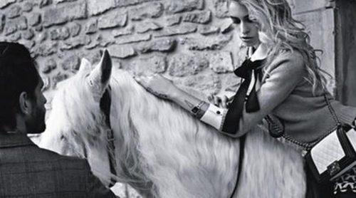 Alice Dellal y Jake Davis presentan la nueva colección de bolsos boy de Chanel