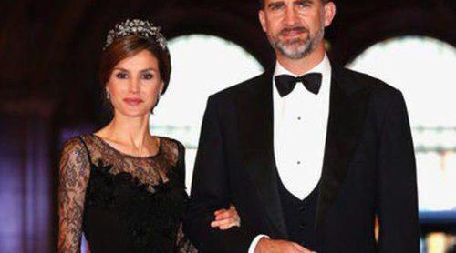 La Princesa Letizia y Victoria de Suecia deslumbraron en la cena de gala previa a la coronación de Guillermo y Máxima de Holanda