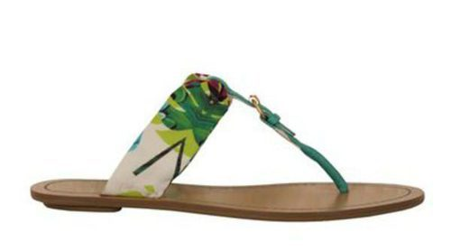 Nine West amplía su colección primavera/verano 2013 con sandalias flip flop y diseños tropicales