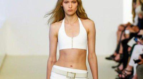 Calvin Klein apuesta por los crop tops y las faldas de tubo en su colección Resort 2014