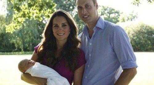 Agotadas las existencias del vestido que Kate Middleton lució en la primera foto oficial del Príncipe Jorge