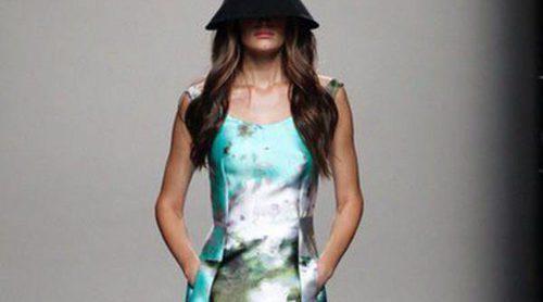 Juanjo Oliva apuesta por los vestidos línea A en su colección primavera/verano 2014 en la Madrid Fashion Week
